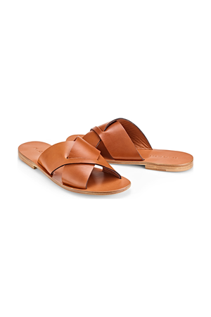 6ee7943373b3 Shop Shoes   Sandals at ORCHARD MILE